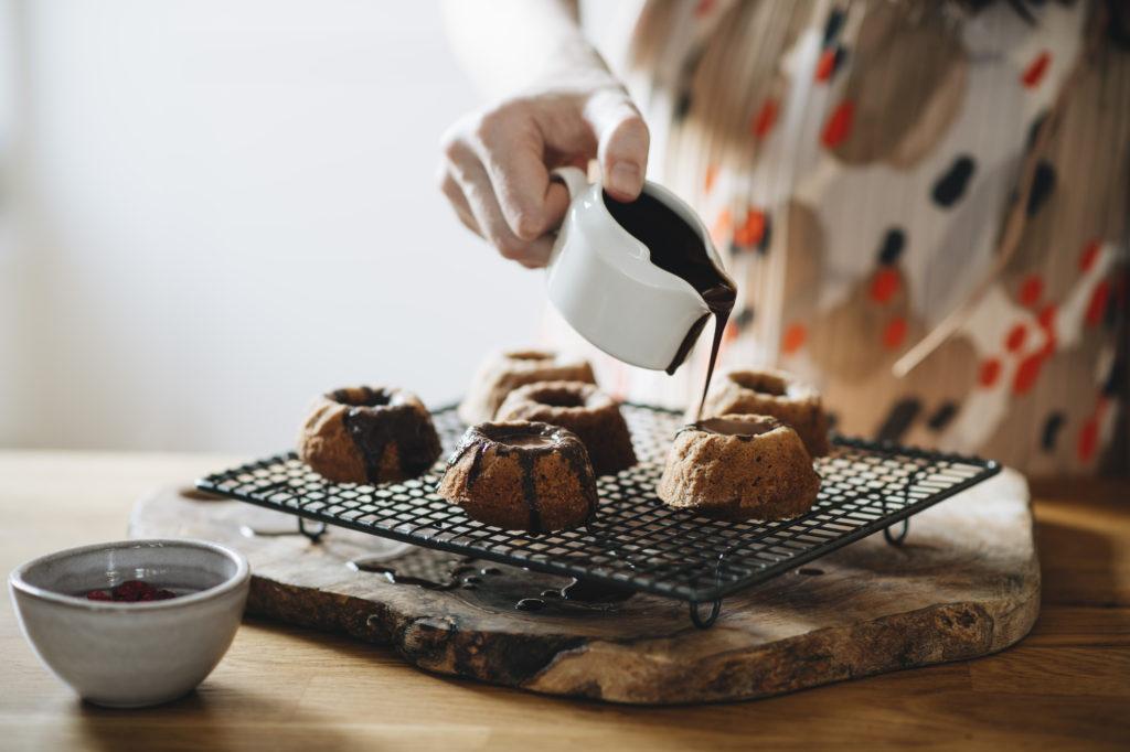 Ořechové mini bábovičky s čokoládovou polevou