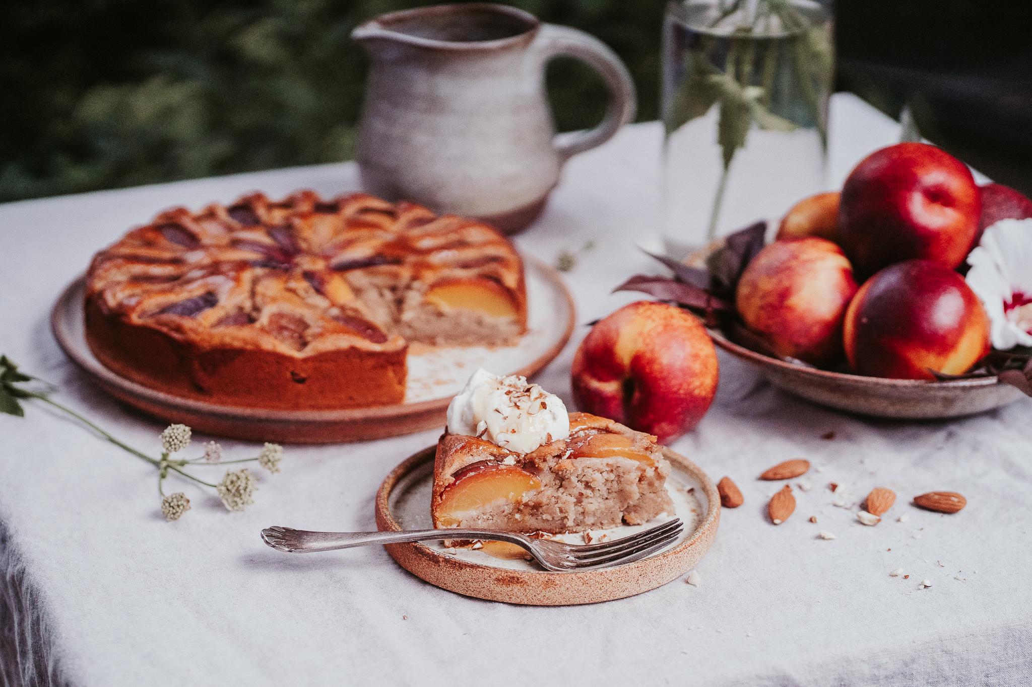 Mandlový koláč s nektarinkami ( vegan )