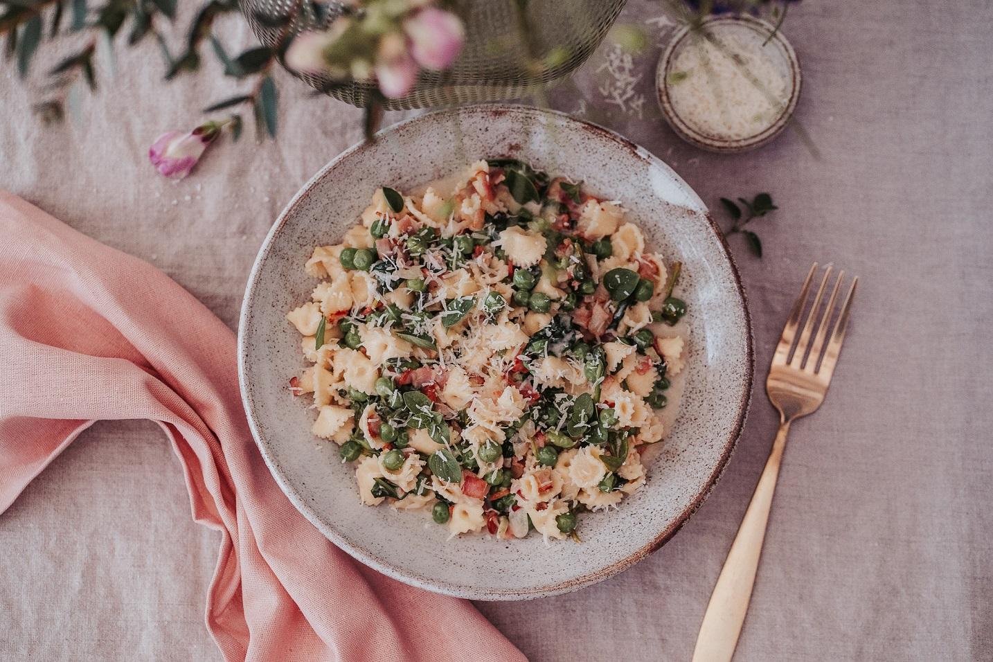 Jarní těstoviny s hráškem a špenátem